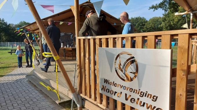 Prachtige lodges Wielervereniging Noord Veluwe geopend