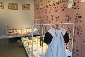 Maak kennis met de weesmeisjes in Pension Harderwijk…